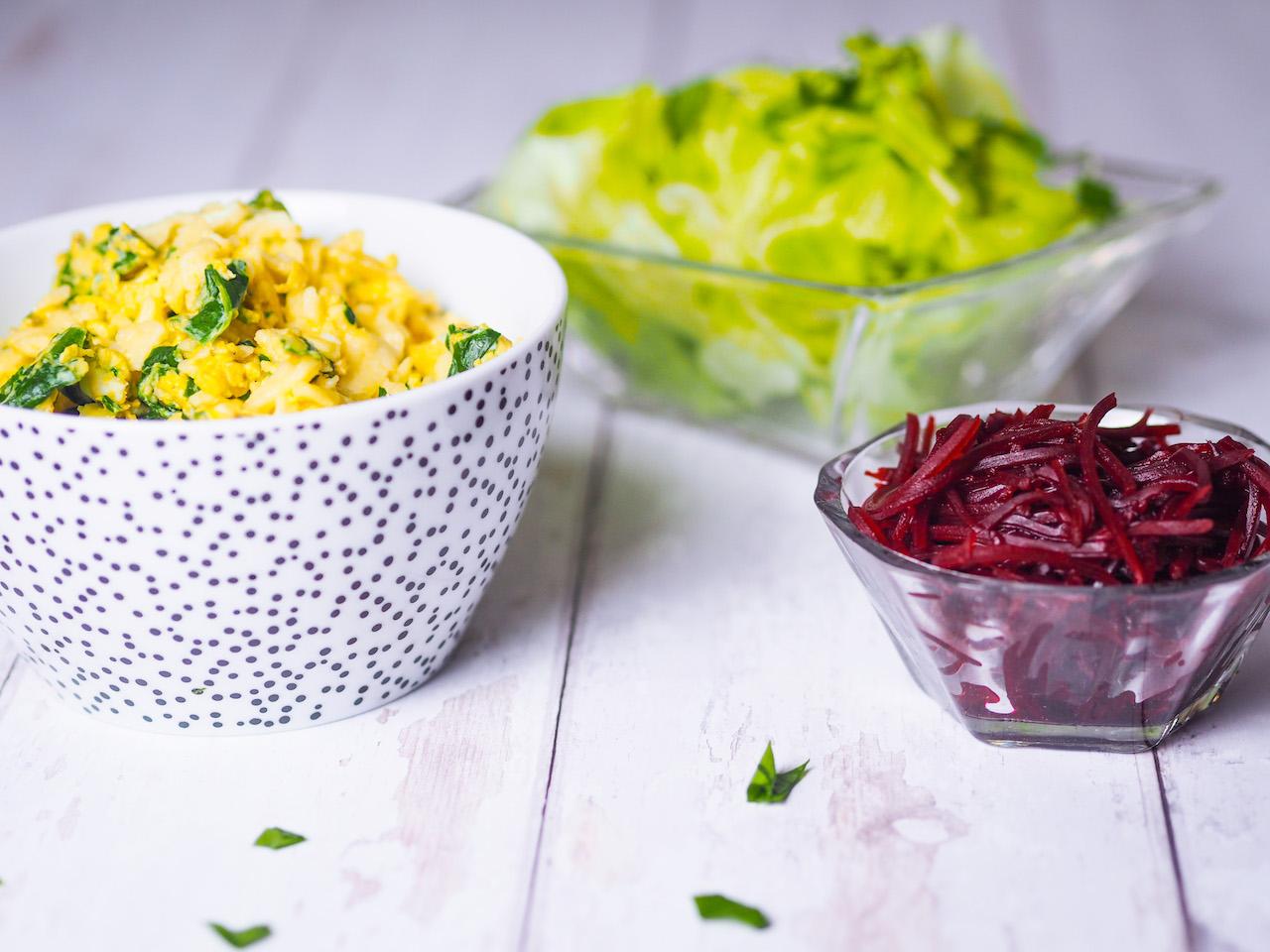 Eiernockerl mit Bärlauch – dazu grüner und rote Rüben Salat