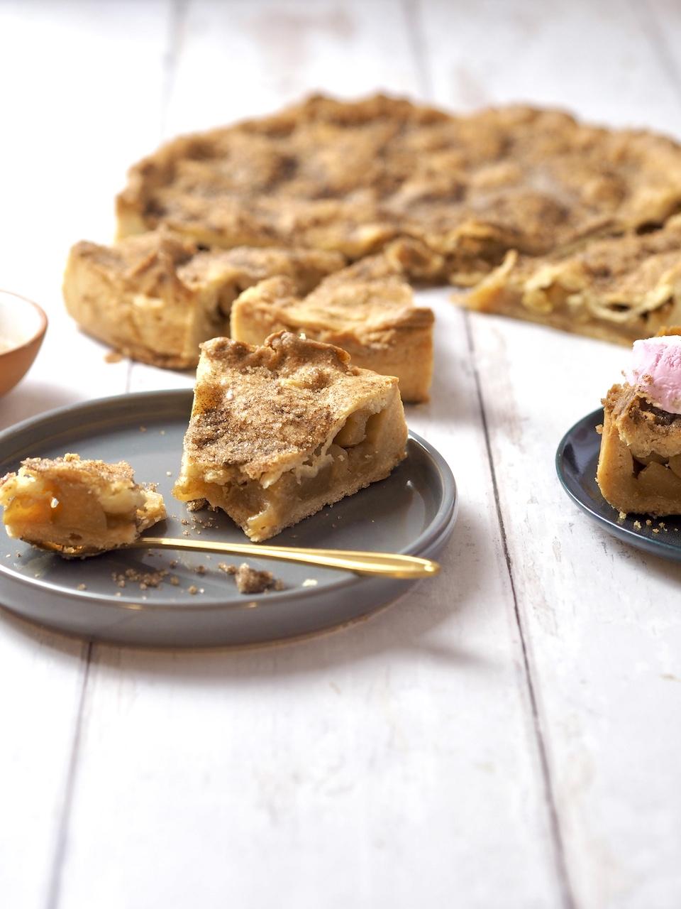 Vegan: Gedeckter Apfelkuchen